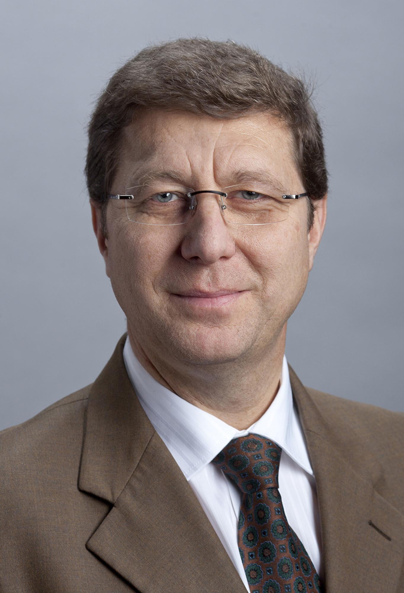 日內瓦州部長莫羅‧波賈(Mauro Poggia)先生。(維基百科)