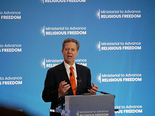 7月16日,美國國際宗教自由大使布朗貝克(Sam Brownback)在國務院宗教自由會議上發言。(李辰/大紀元)