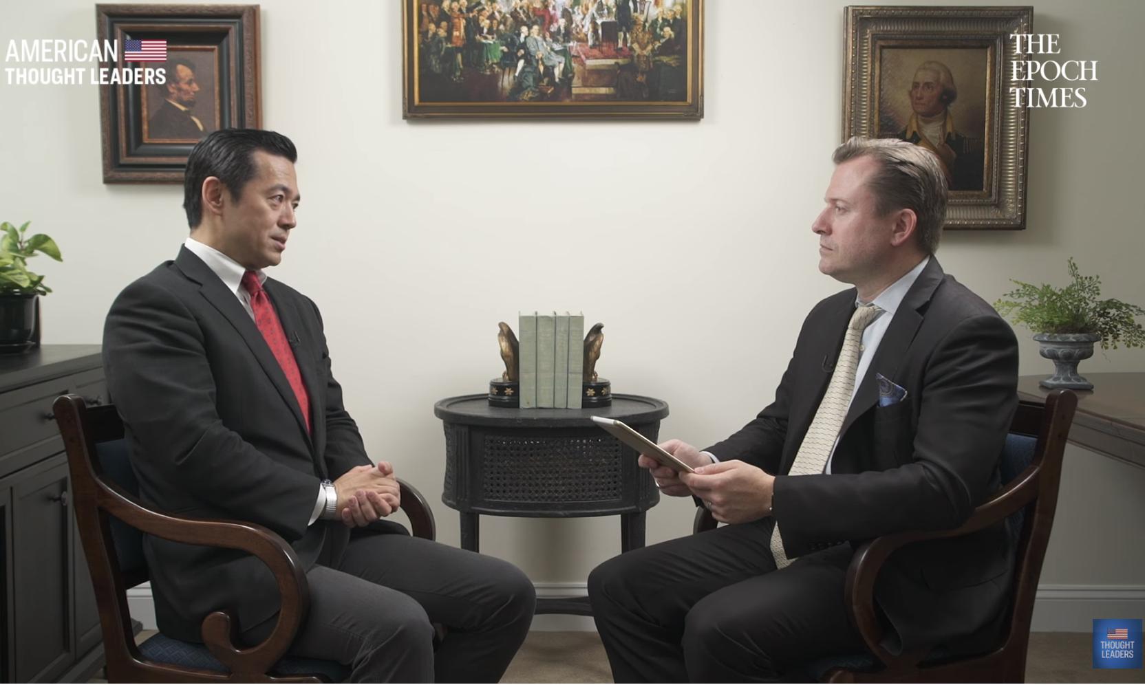 英文大紀元資深記者揚‧耶凱利克(Jan Jekielek)在 「美國思想領袖」(American Thought Leaders)系列節目中,對日本保守聯盟(JCU)主席艾巴先生(Jay Aeba)進行了專訪。(影片截圖)