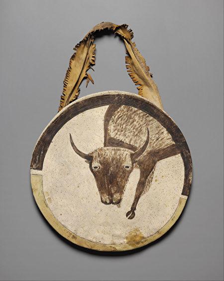 罩着生皮的盾牌,约1850年制作,纳尔逊—阿特金斯艺术博物馆藏。(公有领域)