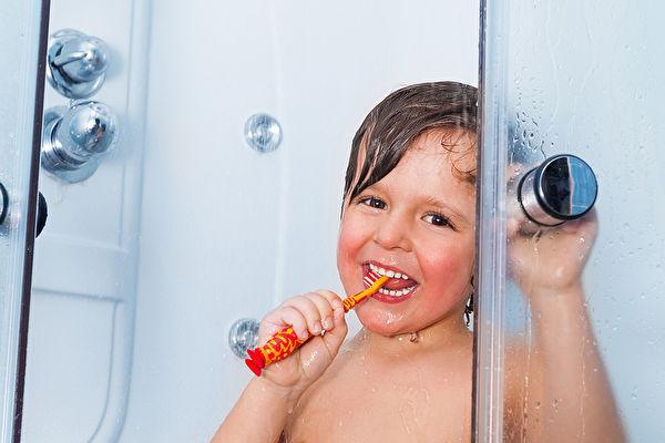 洗澡,泡澡,洗浴。示意圖。(Anna Om/Shutterstock)