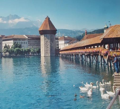 瑞士盧塞恩的羅伊斯河上的卡貝爾木橋。(楊禮方攝影/潘淑珍提供)