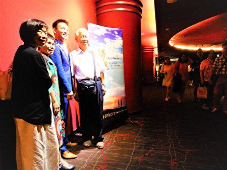 """12~13日台中华威点影城的场次、未演先轰动许多慕名而来的观众,早早排队等候与剧中男主角姜光宇同框,一睹""""雍正王朝三阿哥""""的风采。"""