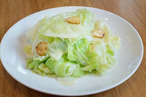 高丽菜含维他命U,能缓解胃溃疡、十二指肠溃疡所造成损害。(Shutterstock)