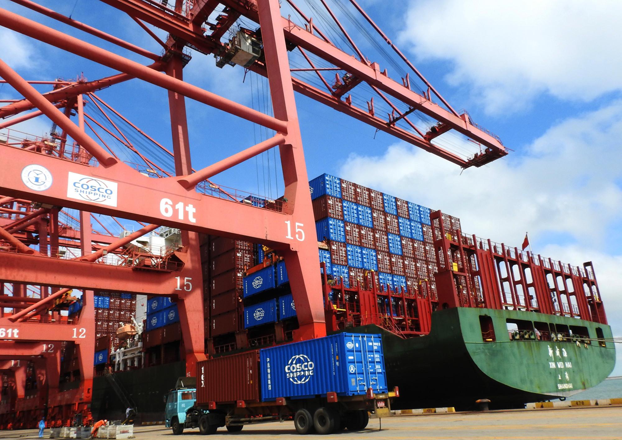 中美貿易戰持續已經對中國經濟發展產生負面影響, 6月份中國外貿數據走弱。圖為示意圖。(AFP)