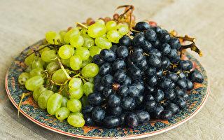 夏天當季食材葡萄、芒果、茭白筍、蝦,你吃對了嗎?(Shutterstock)