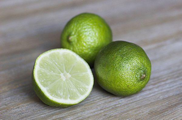 青檸檬中含有一種近似胰島素的成分,可以幫助降低血糖。(Pixabay)