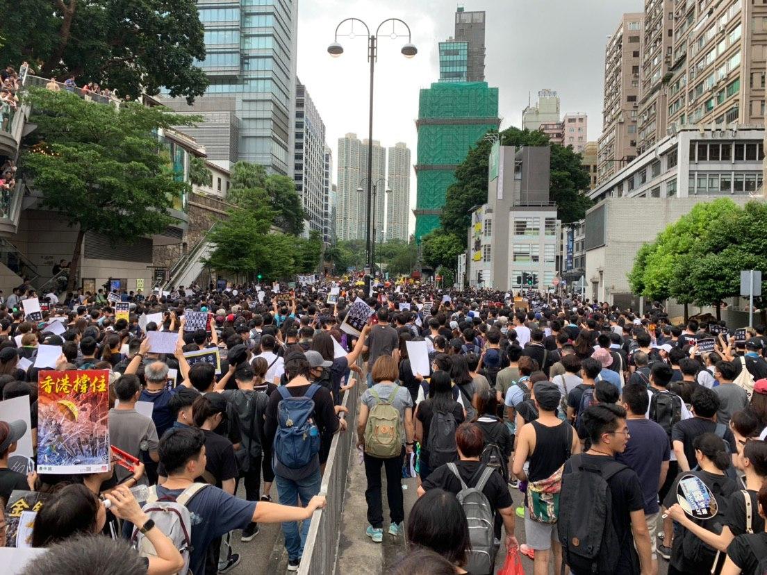 2019年7月7日,香港九龍舉行向大陸民眾講真相的反送中大遊行,民眾擠爆街道。(駱亞/大紀元)
