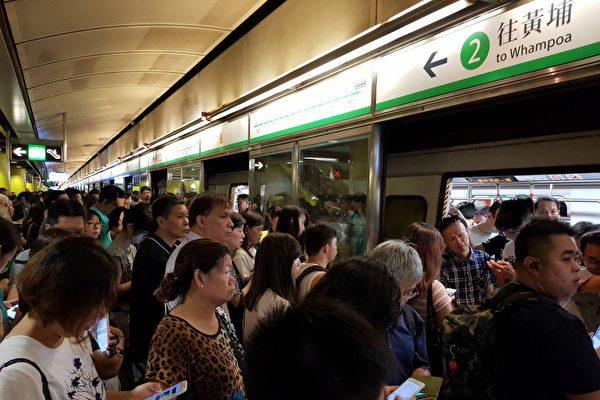 """730""""全港大塞车""""多条港铁线一度瘫痪"""