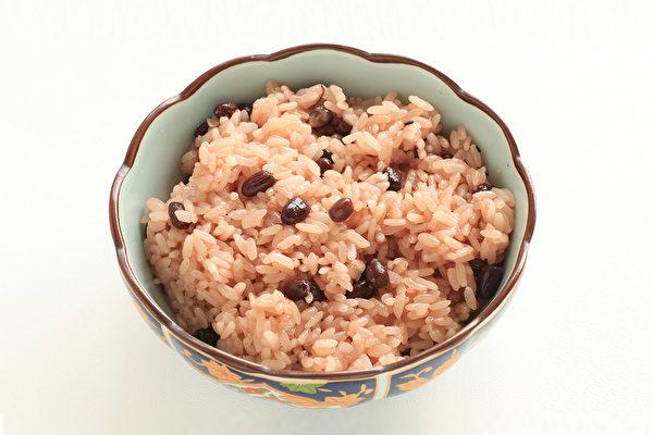 紅豆飯可以去濕氣、補脾胃、防癌,如何煮出好吃的紅豆飯?(Shutterstock)