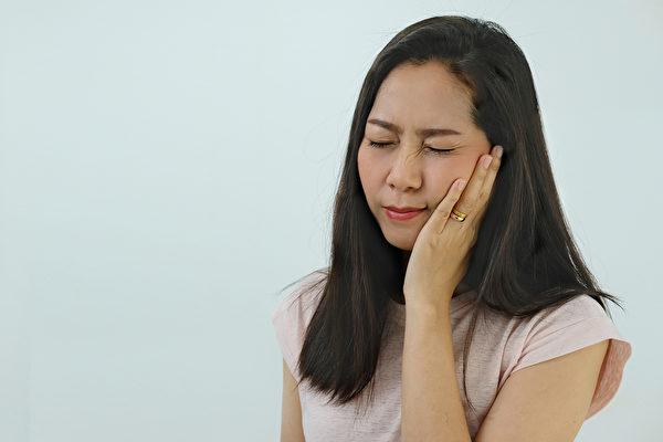 三叉神经痛的疼痛常发生于上、下颚,与牙痛相似,如何区分?(Shutterstock)