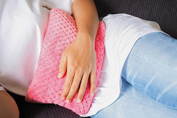溫暖腹部對於預防失智症和失眠等許多疾病都有益處。(Shutterstock)