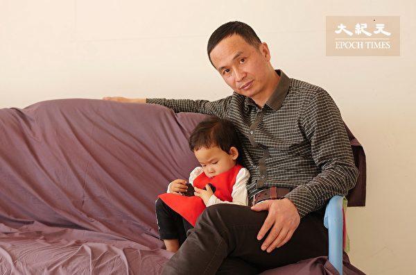 """""""709""""律师谢燕益和女儿近照。(作者提供)"""