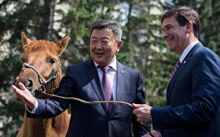 美防长访问蒙古 商讨抵制中共战略合作