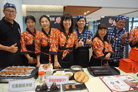 活動當天,第一鰻波工坊執行長顏竹英(左四)將率領員工推出鰻波丼飯,限量200 份,每份優惠價399 元