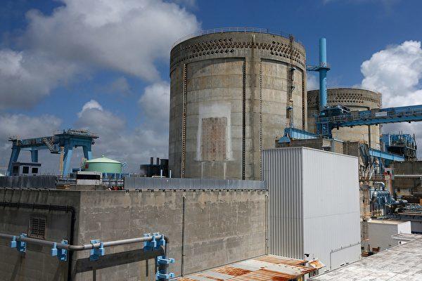 美國商務部日前將中國四家核電公司列入貿易黑名單中,其中包括中國最大核電公司「中國廣核集團」。圖為2017年5月18日,美國佛羅里達州的一座核能發電廠。(RHONA WISE/AFP/Getty Images)