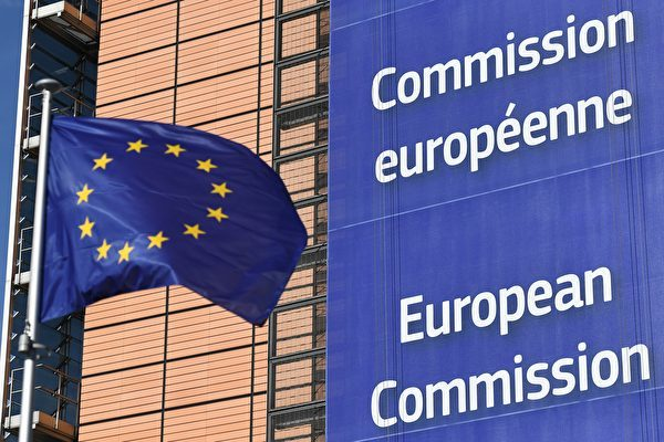 2018年11月底,歐洲議會和歐盟28國的談判代表達成協議,要建立對外國(主要是中共)企業投資的審查機制,更好地保護歐洲的敏感戰略技術和基礎設施,如港口和寬頻網。圖為歐盟旗幟。(EMMANUEL DUNAND/AFP)
