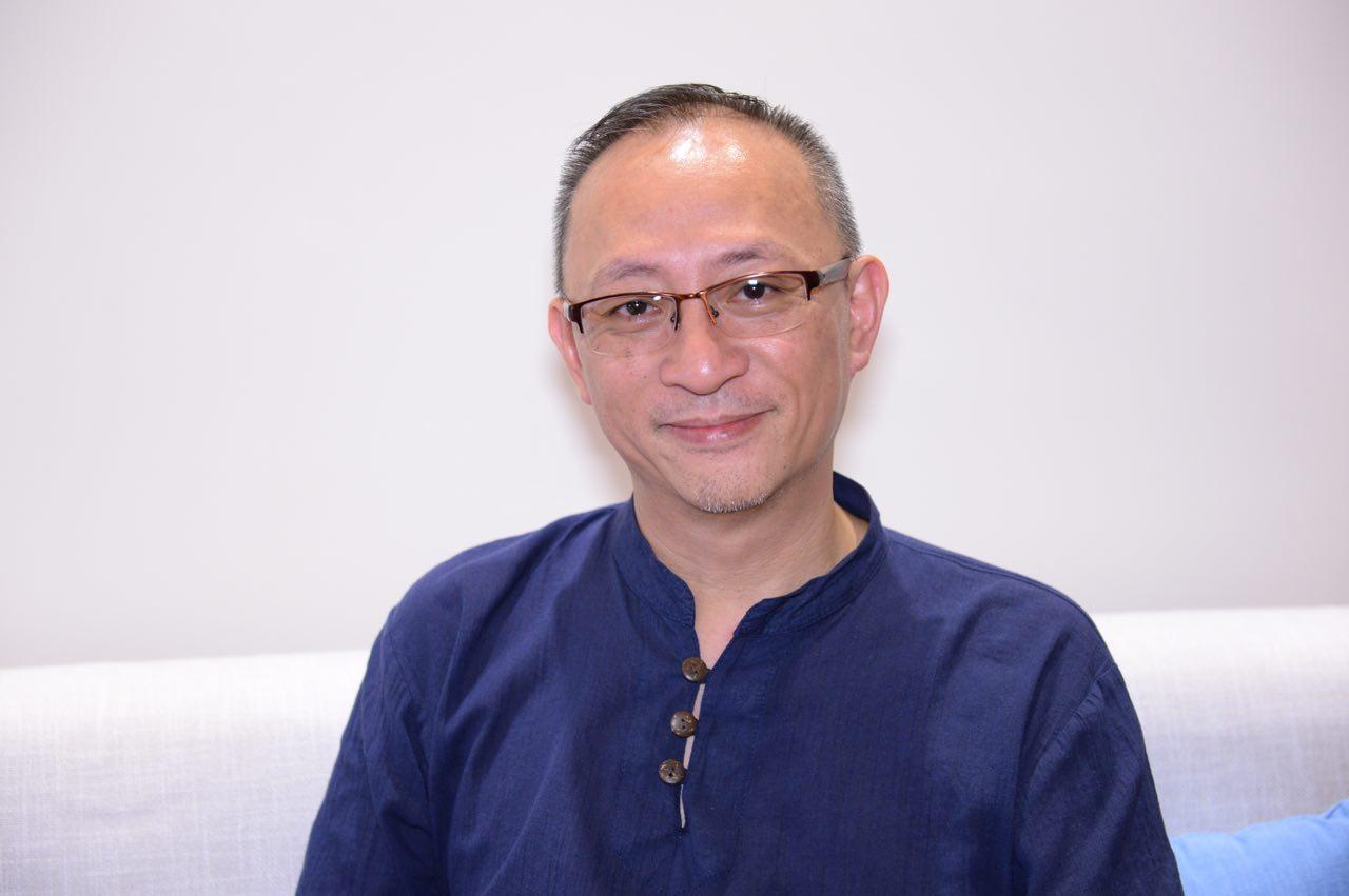 香港知名網絡主持人日前接受香港大紀元專訪,闡述了他本人對香港目前局勢、大陸經商環境的獨特觀點。(宋碧龍/大紀元)