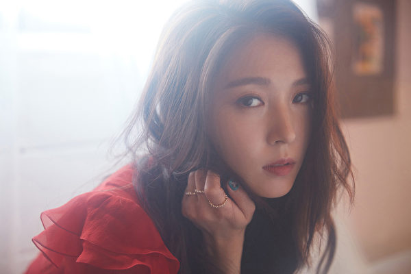 """BoA出道19年谢粉丝陪伴 粉丝谈""""BoA是…"""""""