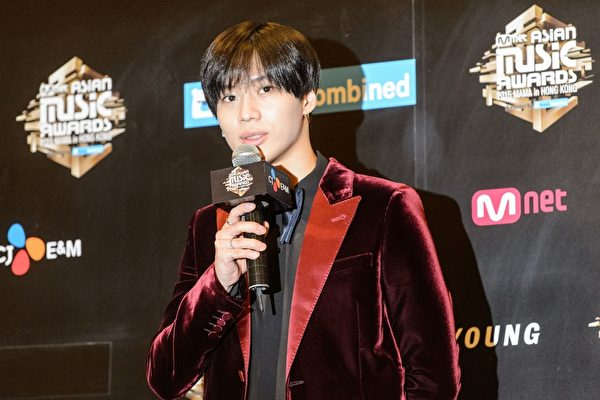 SHINee泰民《FAMOUS》摘公信榜单日榜冠军