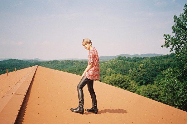 EXO伯贤solo专辑创纪录 热销50万张