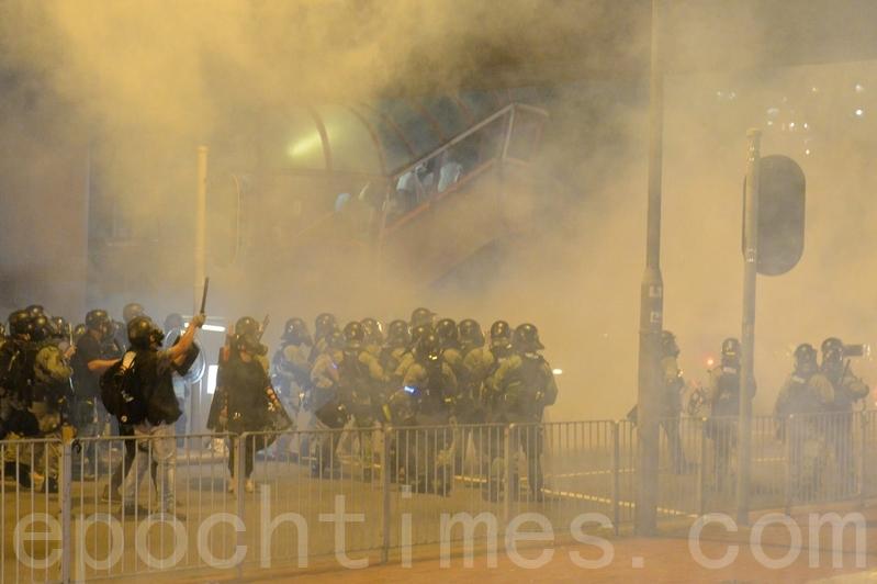 港西環集會變快閃行動 多家警署前抗議