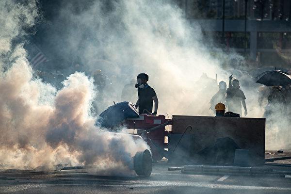 醫生:催淚彈不僅傷害示威者 也傷害警察