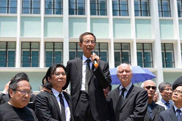 2019年8月7日,香港法律界舉行黑衣遊行,民主黨創黨主席李柱銘在律政中心發言。(宋碧龍/大紀元)