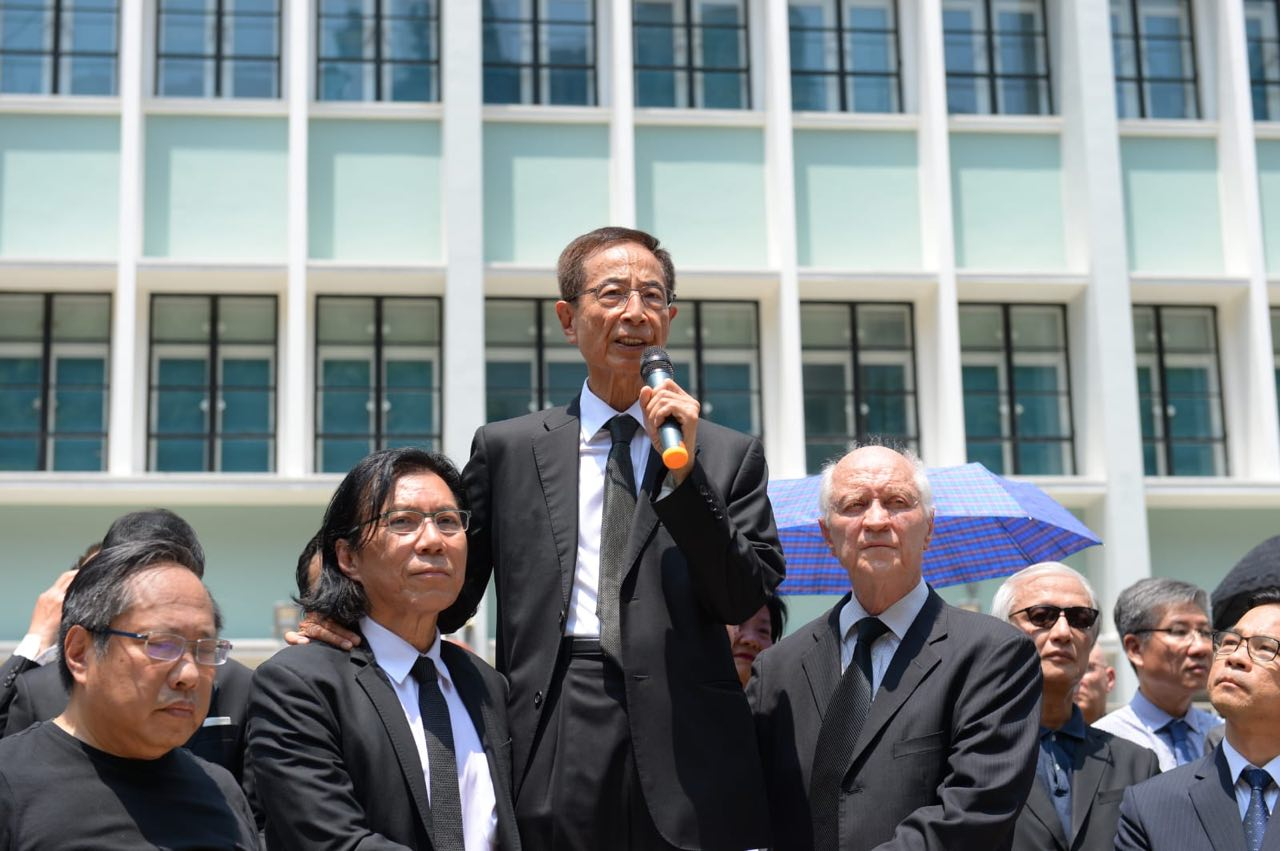 2019年8月7日,香港法律界舉行黑衣遊行,反對送中條例。圖為香港資深大律師、基本法起草委員會委員李柱銘在禮賓府前發言。(宋碧龍/大紀元)