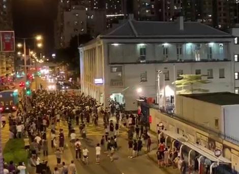 港警濫捕買觀星筆學生 外界批製造白色恐怖