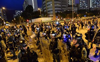 【直播】8.10尖沙嘴警署被圍 警放催淚彈