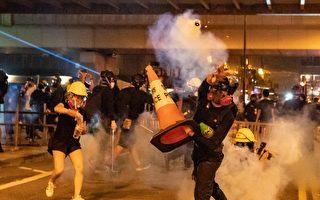 组图:8‧11港警葵芳站发射催泪弹