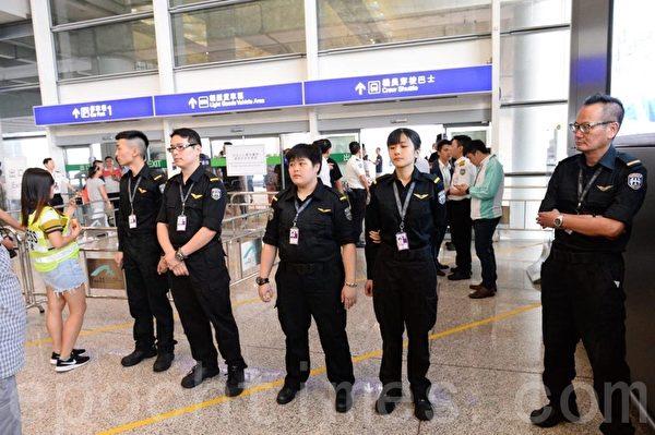 2019年8月14日,香港機場限制人員進入。(宋碧龍/大紀元)