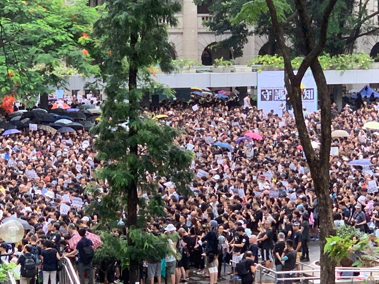 8月17日上午,港人舉行教育界「守護下一代 為良知發聲」的集會遊行。(駱亞/大紀元)