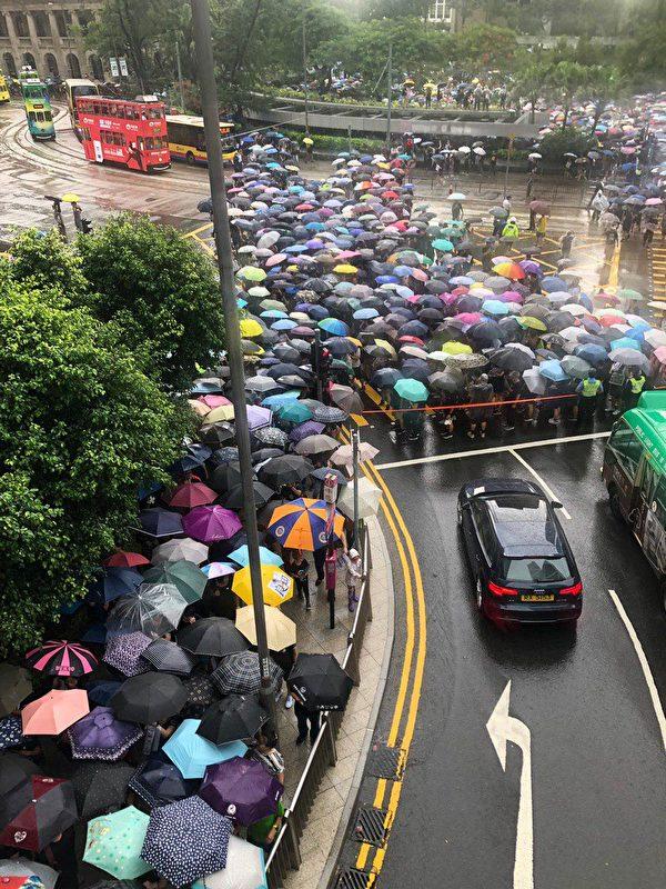 2019年8月17日,香港教育界「守護下一代 為良知發聲」的集會遊行,上午11:40從遮打花園出發。(梁珍/大紀元)