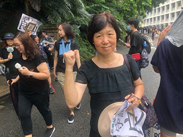2019年8月17日,教育界「守護下一代 為良知發聲」的集會遊行中退休教師張老師。(梁珍/大紀元)
