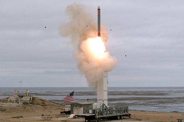 视频:退出中导条约后 美试射首枚巡航导弹