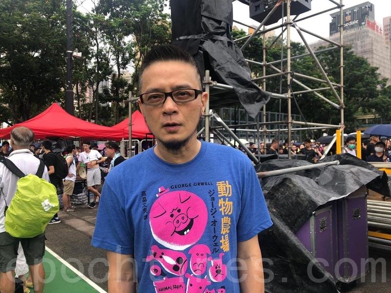 8月18日,香港著名歌星黃耀明參加維多利亞公園集會活動支持反送中。(梁珍/大紀元)