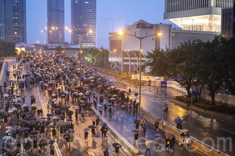 【8.18反送中組圖】金鐘群眾散去 維園集會和平落幕