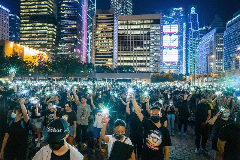 組圖:中學生8.22反送中 手機燈海凝聚人心