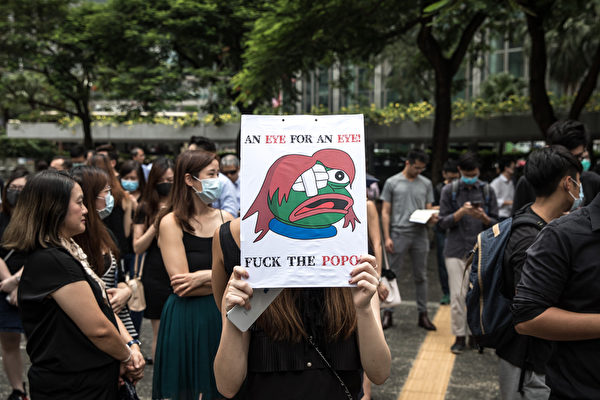 2019年8月23日,香港會計師發起反送中遊行,約有5千人參加。(Chris McGrath/Getty Images)