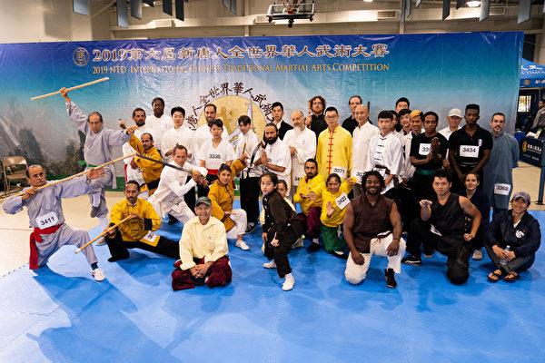 2019年8月24日,新唐人武術大賽北美區部份參賽選手合照。(戴兵/大紀元)