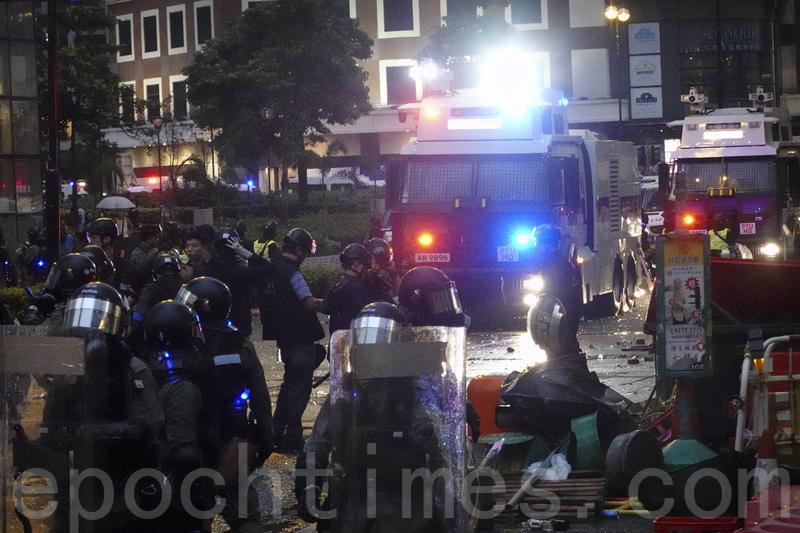 【8.25反送中組圖】港警出動水炮車驅離荃葵青遊行民眾