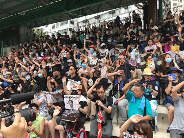 港人8月31日發起不同形式的活動,繼續抗議。圖為基督徒發起在灣仔修頓球場為香港罪人林鄭月娥祈福大遊行。(文瀚林/大紀元)