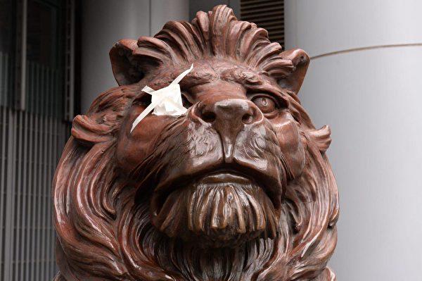港人8月31日發起不同形式的活動,繼續抗議。圖為匯豐銀行前的獅子像。(駱亞/大紀元)