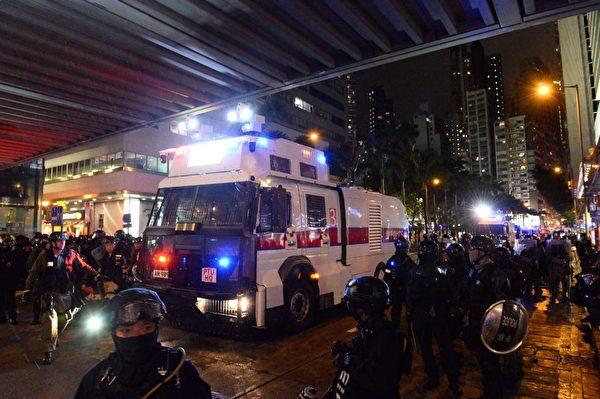港人8月31日發起不同形式的活動,繼續抗議。灣仔警方和水炮車清場。(宋碧龍/大紀元)