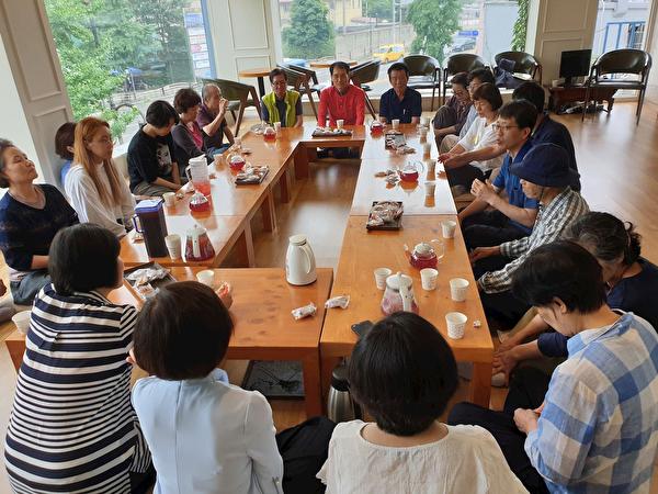 新學員分享自己參加學習班的修煉體會。(明慧網)