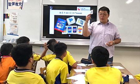 數學桌遊~誰是牛頭王課程,透過數學桌遊提升學生分析能力與培養策略性的思維。