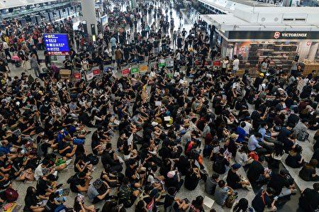 香港反送中运动已持续10周,美国总统川普周二(8月13日)表示,中共正在向香港边境调动军队。