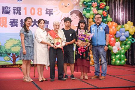 郑连春先生高龄96岁荣获模范劳工代表